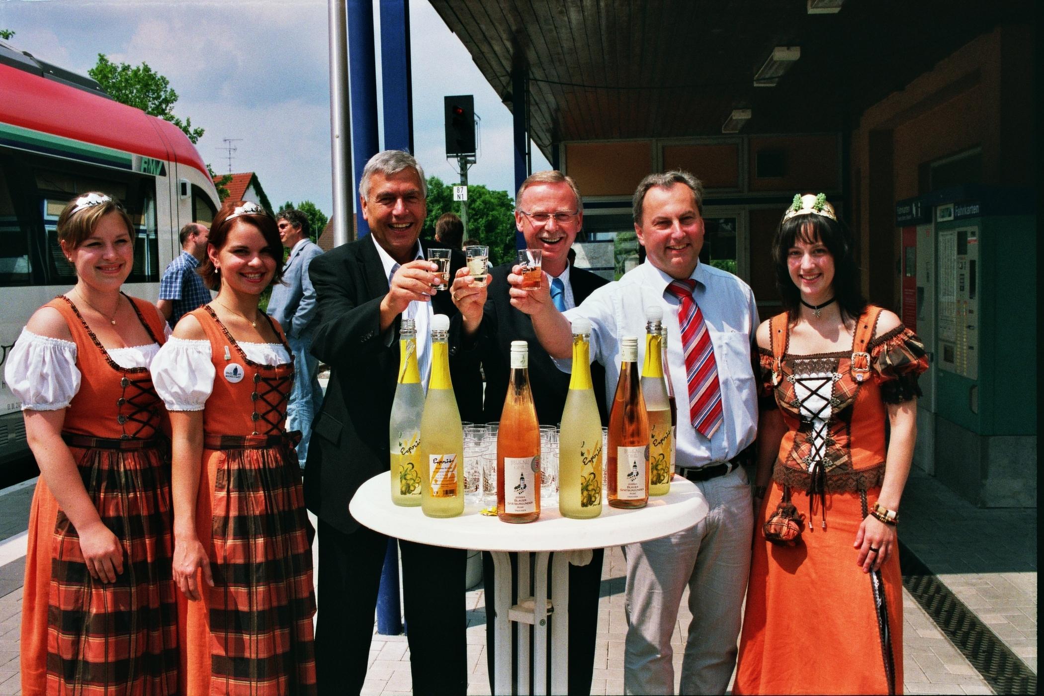 Umstädter Weinhoheiten empfangen die Besucher beim Zwischenstopp in Groß-Umstadt